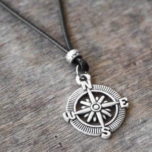 שרשרת חוט שחור - שרשרת לגבר - שרשרת מצפן - מתנה לגבר - שרשרת קלאסית לגבר - גליס תכשיטים
