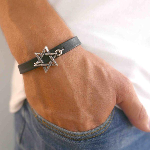 צמיד עור שחור לגבר מגן דוד - מתנה לגבר - צמיד מגן דוד